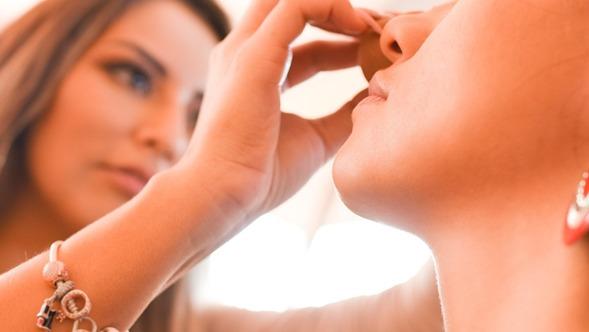 Cómo disimular las ojeras con maquillaje mejores trucos