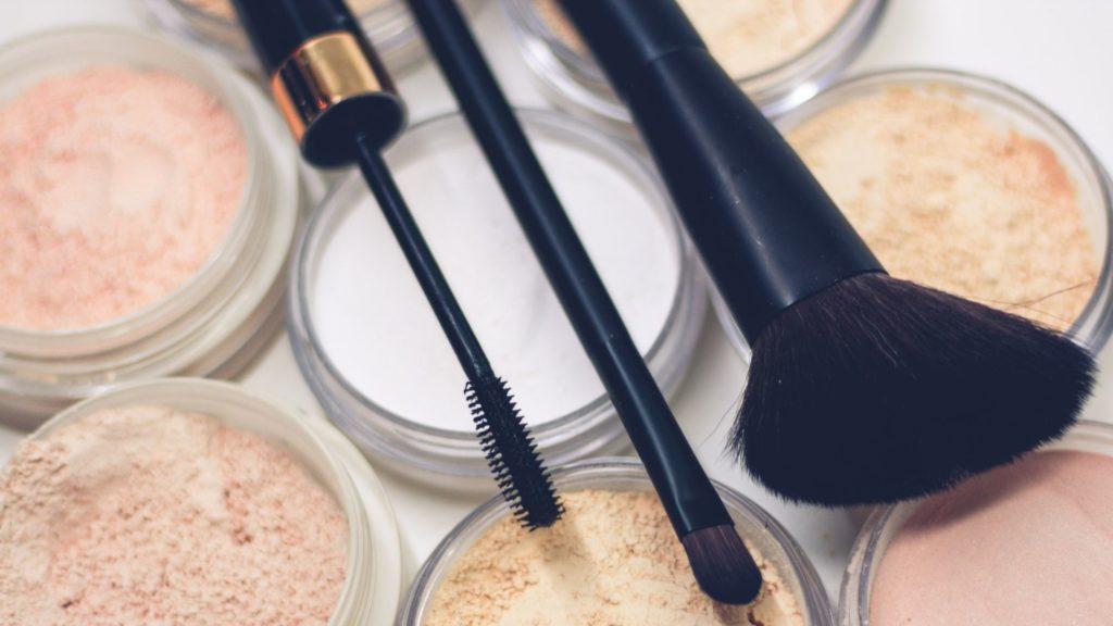 Brochas para maquillaje profesional tipos y cuál elegir